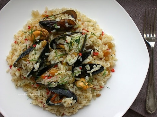 Traditional mussel pilaf (Mydopilafo)